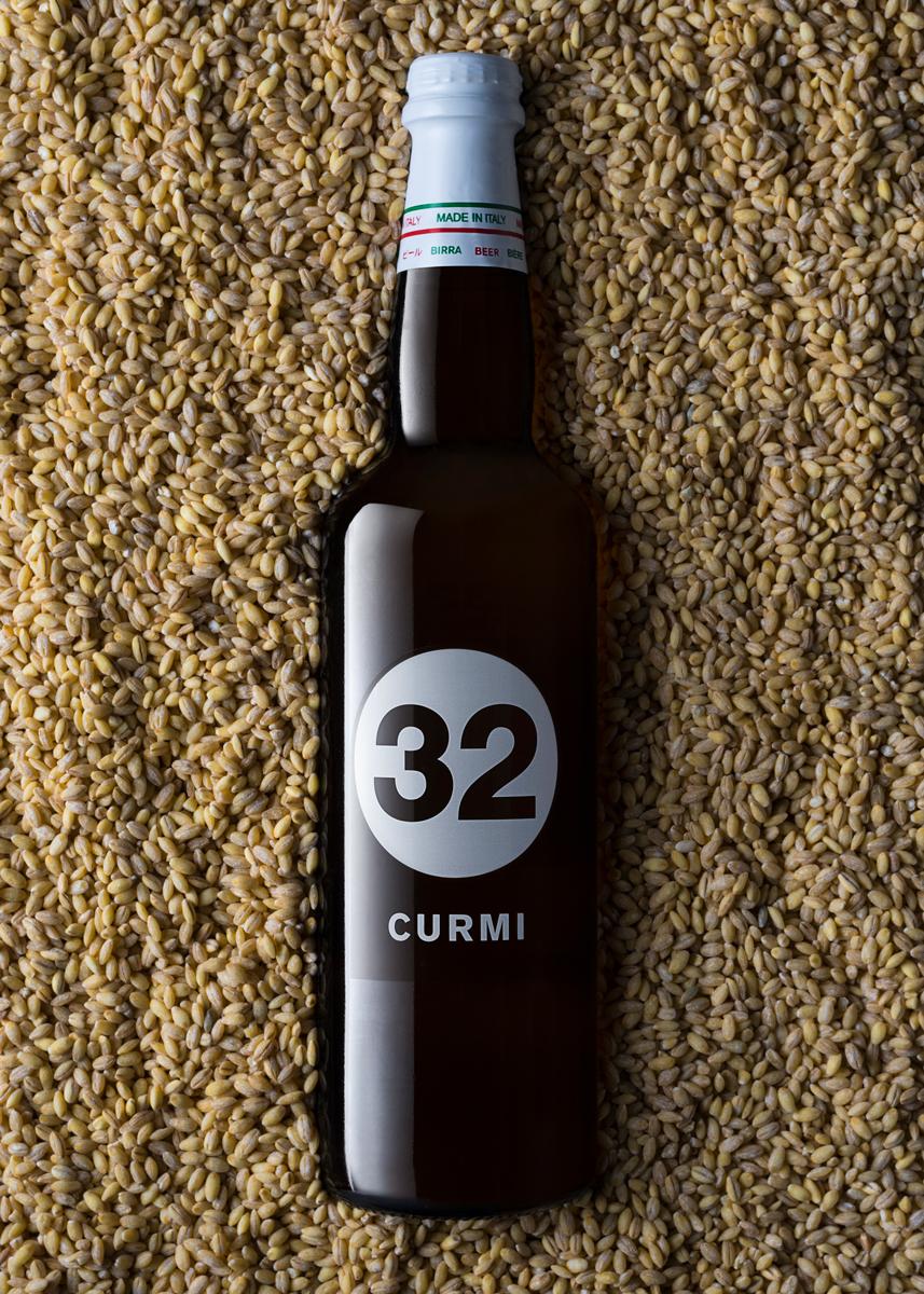 Bottiglia Birra 32 immersa nell'orzo